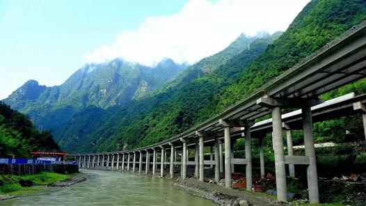 天富娱乐会员云南临清高速公路马家寨隧道左幅顺利贯通为该高速全线建成通车奠定了坚实基础
